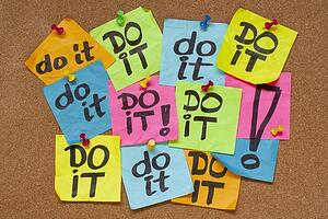 post its on cork board saying Do It