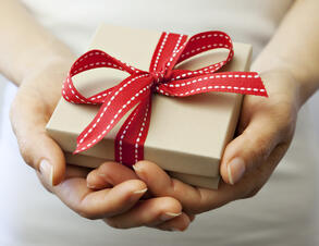 gift-iStock_000018117668Large
